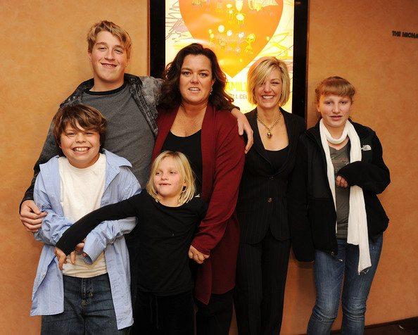 Rosie Kelli e hijos