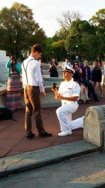 militar pide matrimonio novio