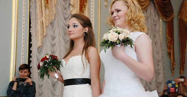 Matrimonio In Russia : Pareja de lesbianas se casa en rusia off topic y humor