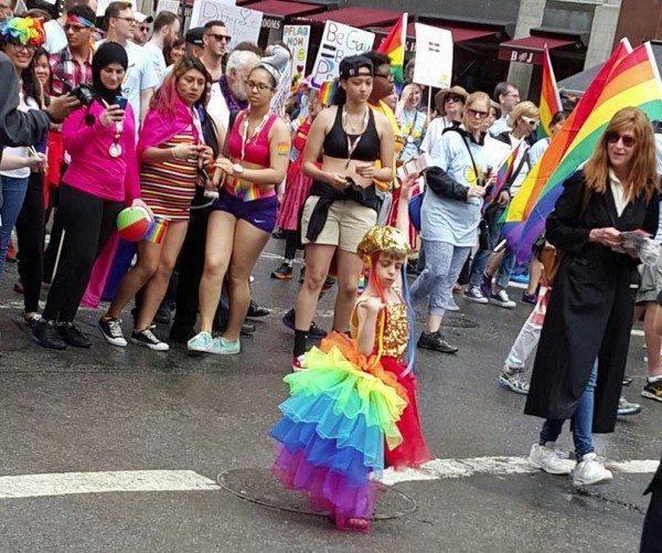 Desmond, de 8 años, durante el Orgullo Gay