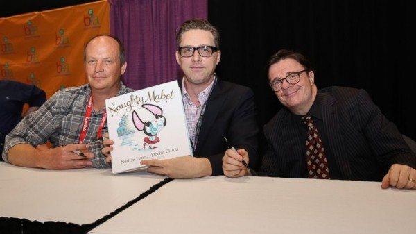 Nathan y Devlin en la presentación de su libro