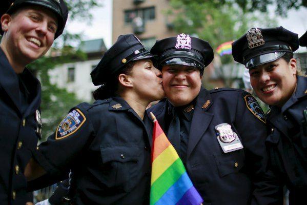 orgullo gay pareja de lesbianas