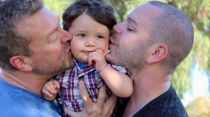 padres gays familia