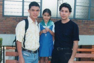 Deborah Villegas y padres gays
