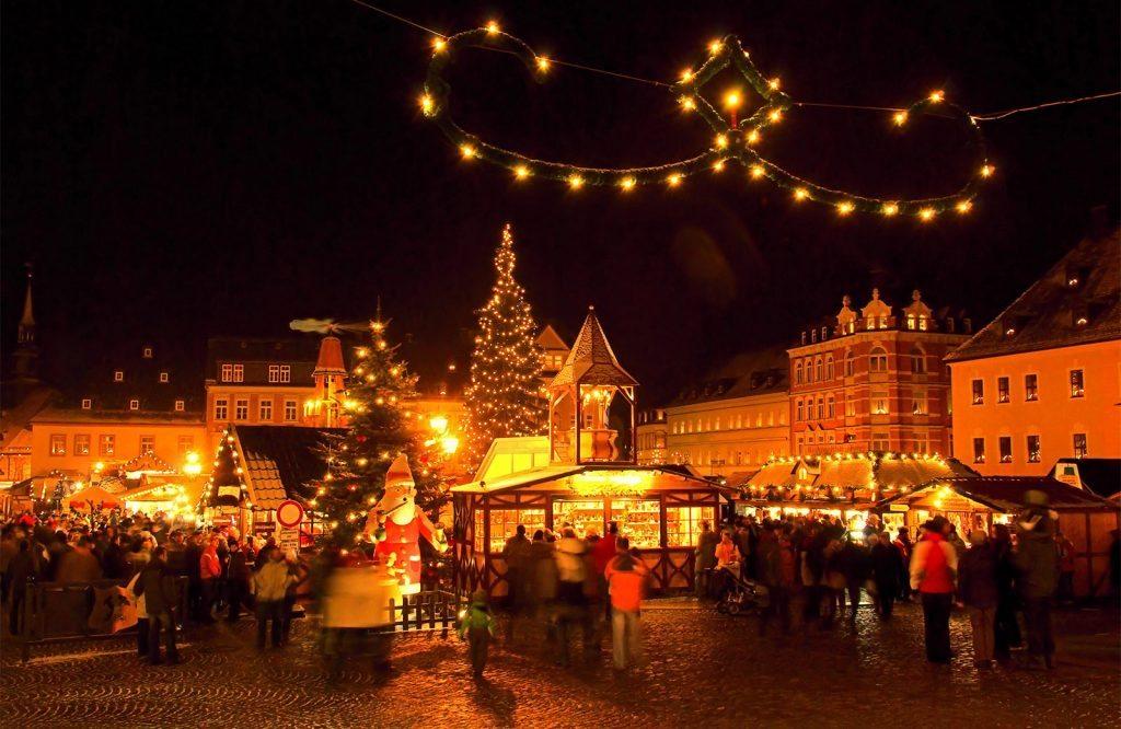 Hermoso mercado navideño alemán