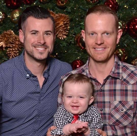 dos-padres-y-bebe-navidad