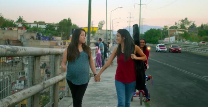 madres lesbianas en el vídeo del gobierno dia de la madre