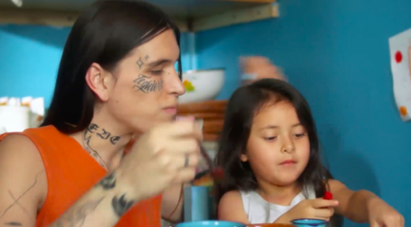 Madre trans en el vídeo del gobierno por el día de la madre