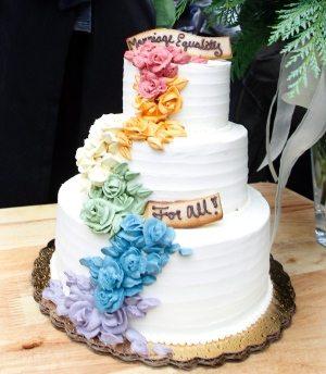 grand-pride-wedding-at-casa-loma-wedding-cake-photo