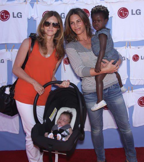 Jillian y Heidi acudiendo a una fiesta para familias