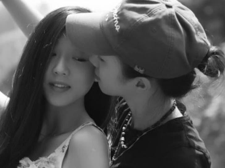 Ou Xiaobai y su novia